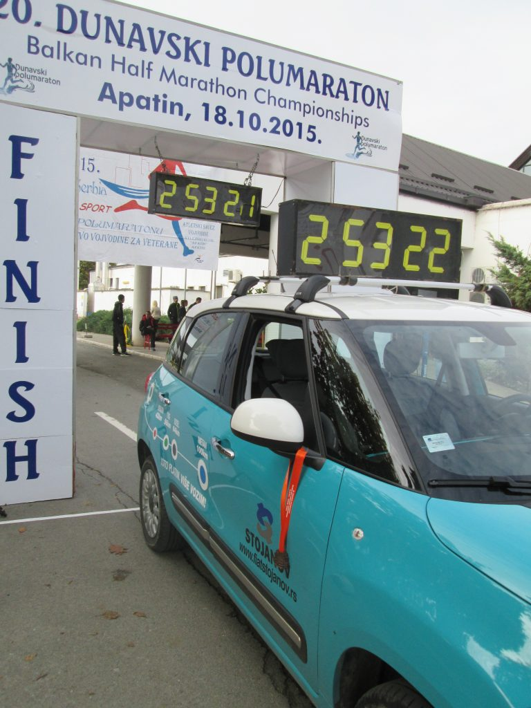 Proslogodisnje zvanicno vozilo sata trke Fiat500L CNG