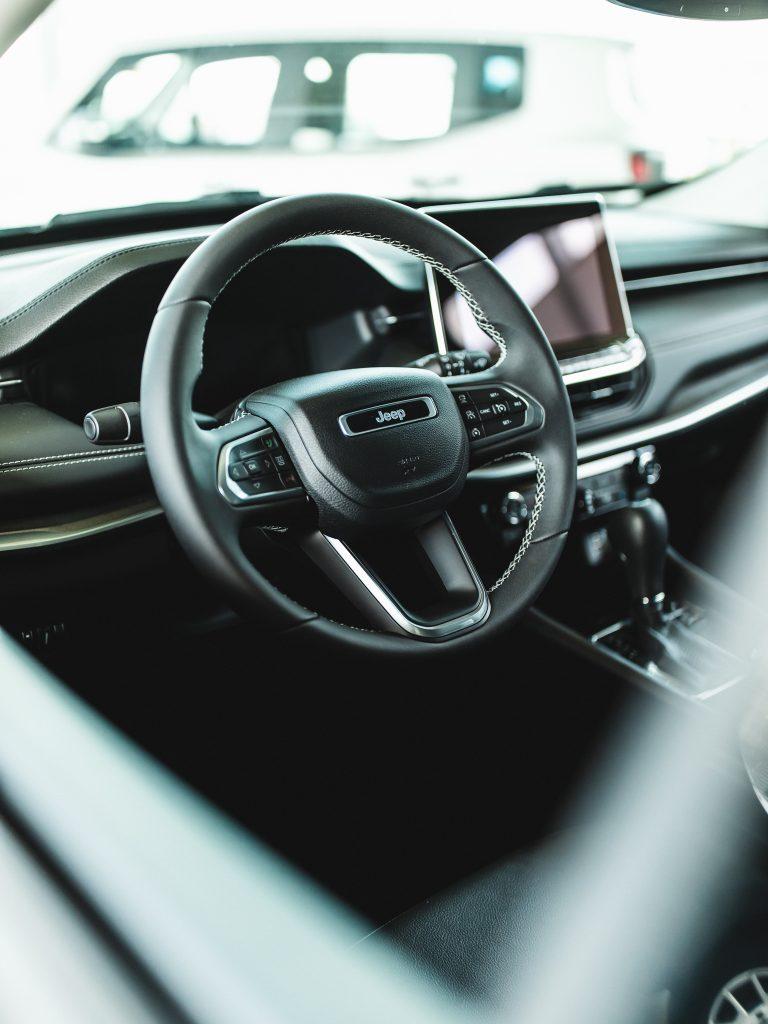 novi jeep compass stojanov